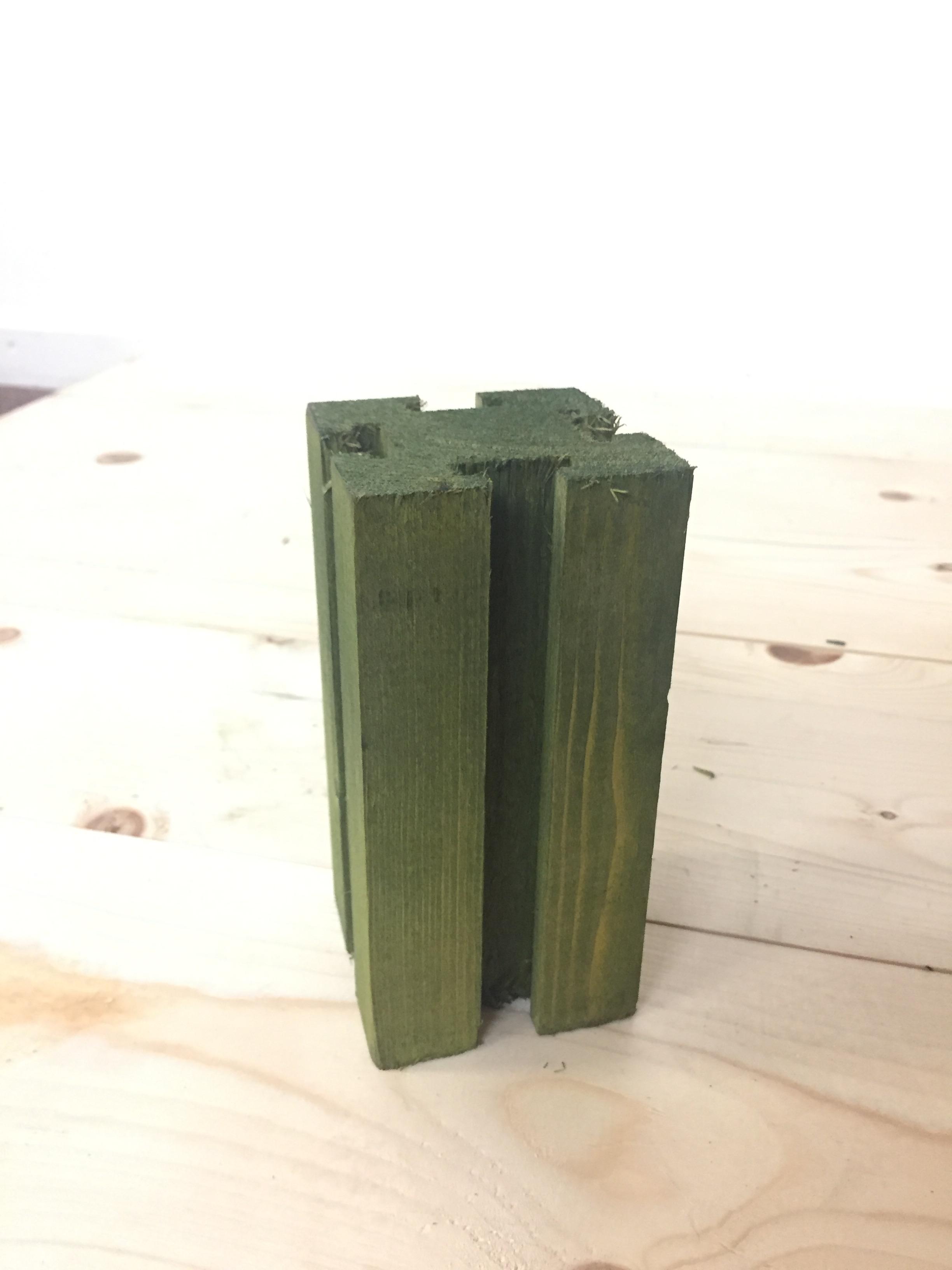 END OF RANGE GREEN 15cm Posts